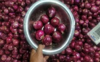 পেঁয়াজ সংকট : বাংলাদেশ চাহিদামতো উৎপাদন করতে পারছে না কেন