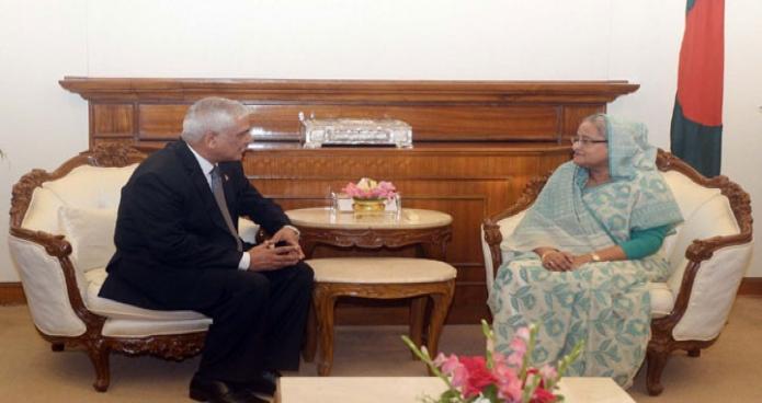 প্রধানমন্ত্রী শেখ হাসিনার সাথে রবিবার তাঁর কার্যালয়ে বাংলাদেশে নেপালের নবনিযুক্ত রাষ্ট্রদূত 'ড. চোপ লাল ভূষাল' সাক্ষাৎ করেন-এবিনিউজ