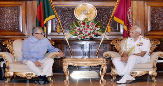 রাষ্ট্রপতি মোঃ আবদুল হামিদের সাথে সোমবার ঢাকায় বঙ্গভবনে ভারতের নৌবাহিনী প্রধান 'অ্যাডমিরাল সুনীল লাম্বা' সাক্ষাৎ করেন-এবিনিউজ