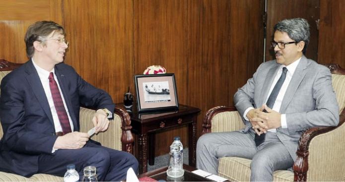 পররাষ্ট্র প্রতিমন্ত্রী মোঃ শাহ্রিয়ার আলমের সাথে বৃহস্পতিবার তাঁর অফিসকক্ষে বেলজিয়ামের রাষ্ট্রদূত জান লুইকক্স বিদায়ি সাক্ষাৎ করেন-এবিনিউজ