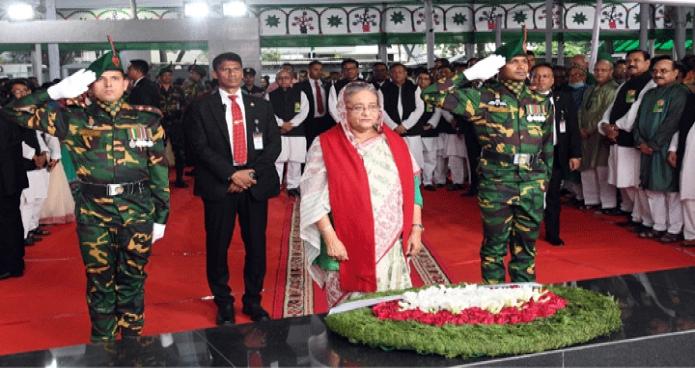 মঙ্গলবার প্রধানমন্ত্রী শেখ হাসিনা মহান স্বাধীনতা ও জাতীয় দিবসে ঢাকায় ধানমন্ডি ৩২ নম্বরে জাতির পিতা বঙ্গবন্ধু শেখ মুজিবুর রহমানের প্রতিকৃতিতে পুষ্পস্তবক অর্পণ করেন -পিআইডি