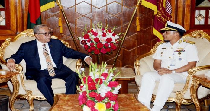 মঙ্গলবার রাষ্ট্রপতি মোঃ আবদুল হামিদের সাথে বঙ্গভবনে মালদ্বীপে নিযুক্ত বাংলাদেশের হাইকমিশনার রিয়ার এডমিরাল নাজমুল হাসান সাক্ষাৎ করেন -পিআইডি