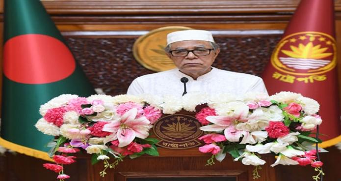 বুধবার রাষ্ট্রপতি মোঃ আবদুল হামিদ বঙ্গভবনে পবিত্র ইদুল আজহা উপলক্ষ্যে দেশবাসীর প্রতি শুভেচ্ছা বক্তব্য প্রদান করেন -পিআইডি
