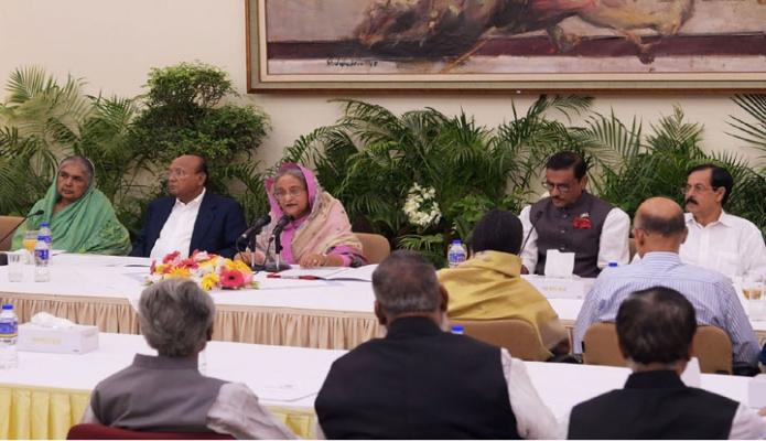 শনিবার ঢাকায় প্রধানমন্ত্রী শেখ হাসিনা গণভবনে জাতীয় নির্বাচন পরিচালনা কমিটির সভায় সভাতিত্ব করেন-এবিনিউজ