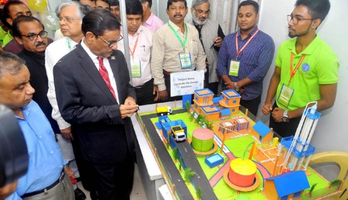 রবিবার ঢাকায় সড়ক পরিবহন ও সেতুমন্ত্রী ওবায়দুল কাদের আইডিইবি ভবনে 'Engineering Innovation Expo-2018, এর উদ্বোধন শেষে বিভিন্ন স্টল পরিদর্শন করেন-এবিনিউজ