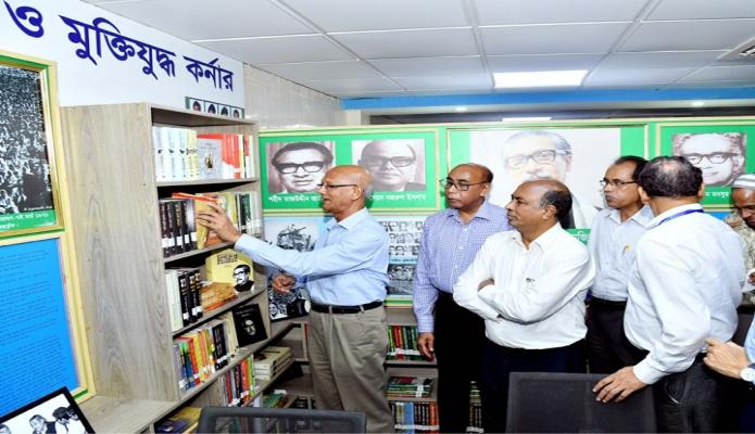 সোমবার ঢাকায় শিক্ষামন্ত্রী নুরুল ইসলাম নাহিদ ব্যানবেইসে সম্প্রসারিত ও নতুনভাবে সজ্জিত লাইব্রেরিতে স্থাপিত 'বঙ্গবন্ধু ও মুক্তিযুদ্ধ কর্নার' পরিদর্শন করেন-এবিনিউজ