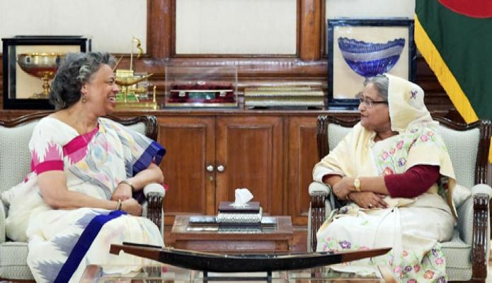 মঙ্গলবার ঢাকায় প্রধানমন্ত্রী শেখ হাসিনার সাথে গণভবনে মার্কিন যুক্তরাষ্ট্রের রাষ্ট্রদূত মার্শিয়া ব্লুম বার্নিকাট বিদায়ি সাক্ষাৎ করেন-এবিনিউজ