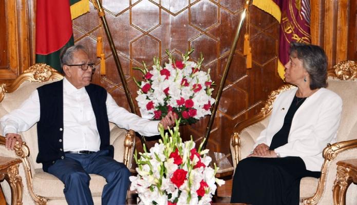 বুধবার ঢাকায় রাষ্ট্রপতি মোঃ আবদুল হামিদের সাথে বঙ্গভবনে মার্কিন যুক্তরাষ্ট্রের রাষ্ট্রদূত মার্শিয়া ব্লুম বার্নিকাট বিদায়ি সাক্ষাৎ করেন-এবিনিউজ