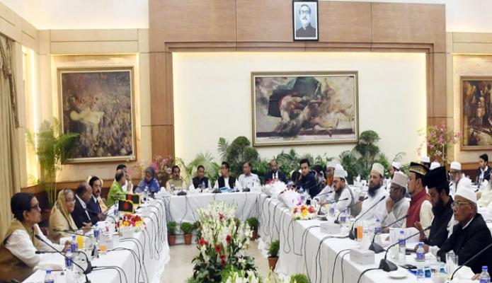 মঙ্গলবার ঢাকায় প্রধানমন্ত্রী শেখ হাসিনা গণভবনে আওয়ামী লীগ নেতৃত্বাধীন ১৪ দলীয় জোটের সঙ্গে ৮টি ইসলামী দলের সংলাপে অংশগ্রহণ করেন-এবিনিউজ