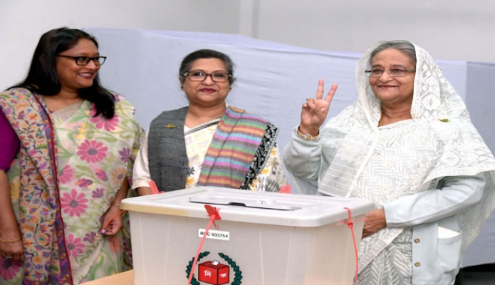 ররিবার প্রধানমন্ত্রী শেখ হাসিনা ঢাকা সিটি কলেজ কেন্দ্রে একাদশ জাতীয় সংসদ নির্বাচনে ভোট প্রদান করেন-পিআইডি