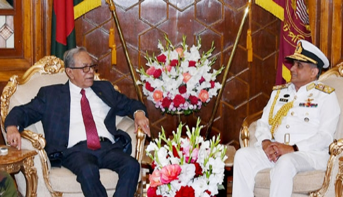 সোমবার রাষ্ট্রপতি মোঃ আবদুল হামিদের সাথে ঢাকায় বঙ্গভবনে বাংলাদেশ নৌবাহিনী প্রধান এডমিরাল নিজামউদ্দিন আহমেদ বিদায়ী সাক্ষাৎ করেন -পিআইডি