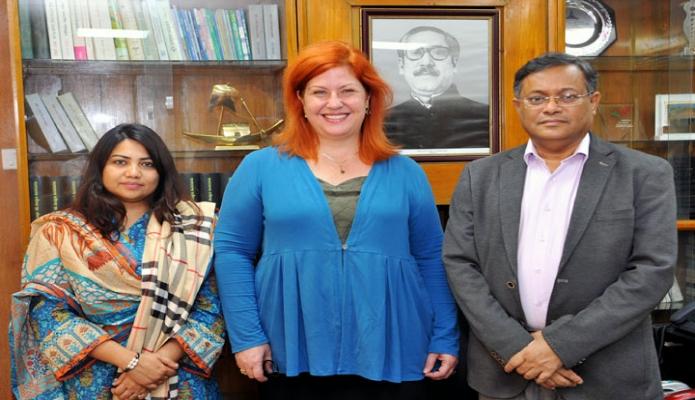 বৃহস্পতিবার তথ্যমন্ত্রী ড. হাছান মাহমুদের সাথে ঢাকায় সচিবালয়ে তাঁর অফিস কক্ষে ডেমোক্রেসি ইন্টারন্যাশনালের প্রধান Katie Croake  সাক্ষাৎ করেন -পিআইডি
