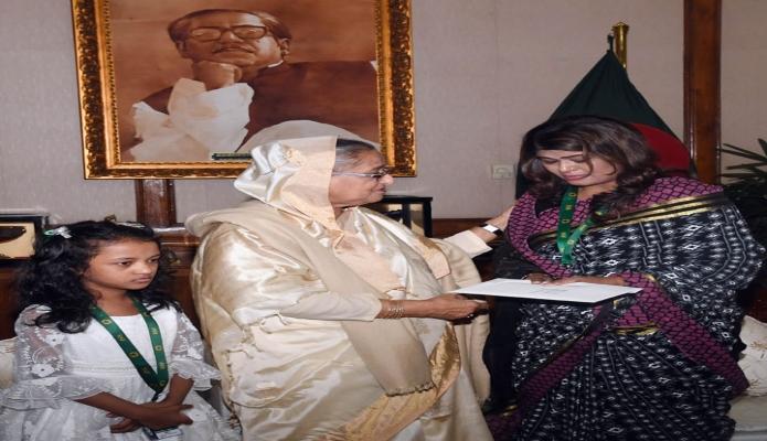 ররিবার প্রধানমন্ত্রী শেখ হাসিনা ঢাকায় গণভবনে সংগীত পরিচালক ও সুরকার আলাউদ্দিন আলীর চিকিৎসার জন্য তাঁর পরিবারকে আর্থিক অনুদান প্রদান করেন -পিআইডি