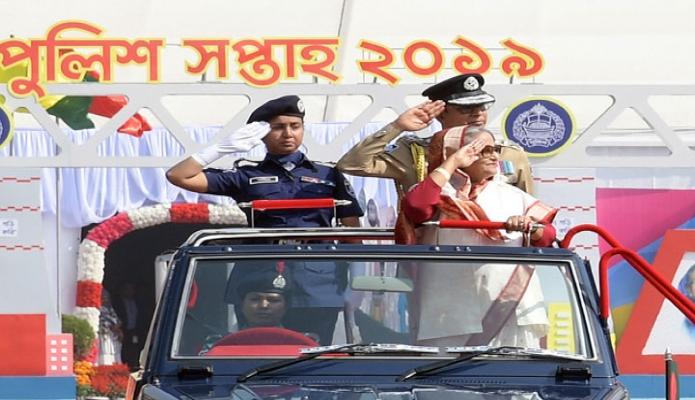 সোমবার প্রধানমন্ত্রী শেখ হাসিনা ঢাকায় রাজারবাগ পুশিল লাইনস পুলিশ সপ্তাহ ২০১৯ উপলক্ষে আয়োজিত বার্ষিক কুচকাওয়াজ পরিদর্শন করেন -পিআইডি