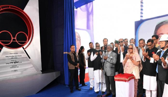 রবিবার প্রধানমন্ত্রী শেখ হাসিনা চট্রগ্রামের পতেঙ্গায় বঙ্গবন্ধু শেখ মুজিবুর রহমান টানেলের বোরিং কার্যক্রম উদ্বোধন শেষে মোনাজাত করেন -পিআইডি