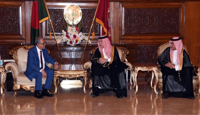 বৃহস্পতিবার রাষ্ট্রপতি মোঃ আবদুল হামিদের সাথে ঢাকায় বঙ্গভবনে সৌদি আরবের বাণিজ্য ও বিনিয়োগ মন্ত্রী Dr. Majid bin Abdullah Al Qosaibi এবং অর্থ ও পরিকল্পনা মন্ত্রী Mohammad Bin Mazyed Al Twaijri সাক্ষাৎ করেন -পিআইডি