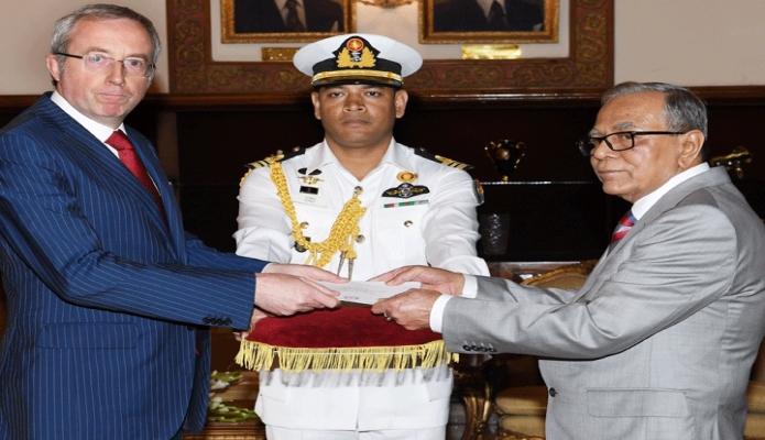 মঙ্গলবার রাষ্ট্রপতি মোঃ আবদুল হামিদের কাছে বঙ্গভবনে বেলজিয়ামের নবনিযুক্ত রাষ্ট্রদূত Francois Delhaye  পরিচয়পত্র  পেশ করেন -পিআইডি