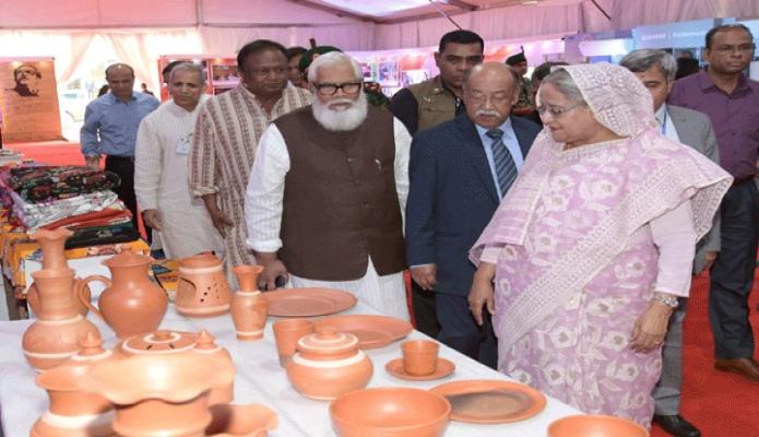 রবিবার প্রধানমন্ত্রী শেখ হাসিনা শেরেবাংলা নগরে বঙ্গবন্ধু আন্তর্জাতিক সম্মেলন কেন্দ্রে ১ম জাতীয় শিল্পকলা-২০১৯ এর বিভিন্ন স্টল পরিদর্শন করেন -পিআইডি