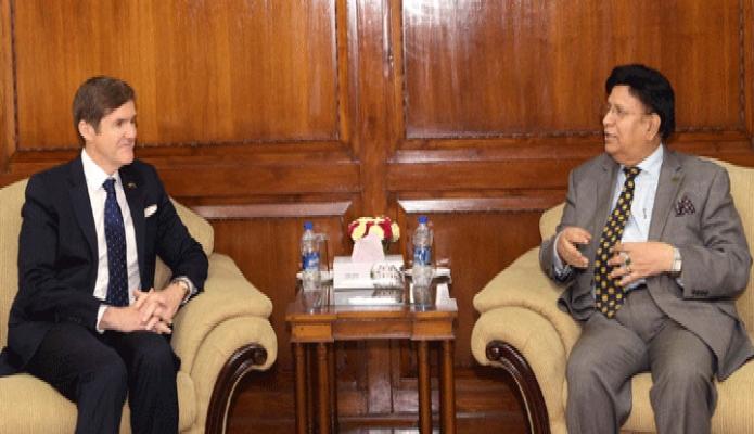 বৃহস্পতিবার পররাষ্ট্রমন্ত্রী ড. এ কে আব্দুল মোমেনের সাথে তাঁর অফিসকক্ষে মার্কিন যুক্তরাষ্ট্রের রাষ্ট্রদূত আর্ল রবার্ট মিলার সাক্ষাৎ করেন -পিআইডি