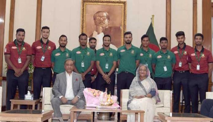 মঙ্গলবার প্রধানমন্তী শেখ হাসিনার সাথে ঢাকায় গণভবনে আসন্ন বিশ্বকাপে অংশগ্রহণকারী বাংলাদেশ জাতীয় ক্রিকেট দলের সদস্যগণ সাক্ষাৎ করেন -পিআইডি