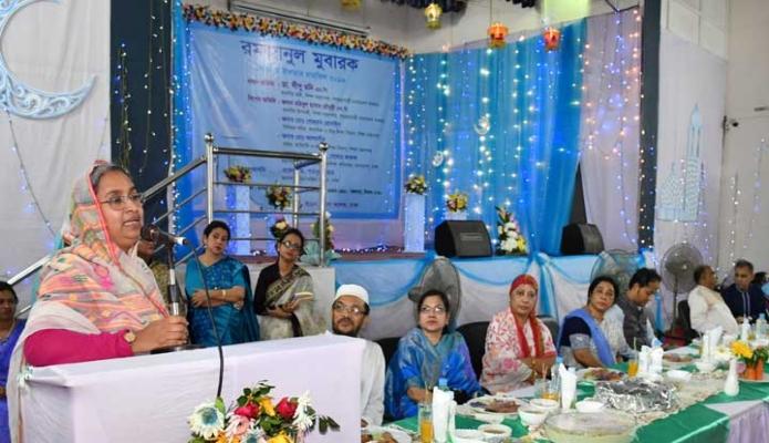 মঙ্গলবার শিক্ষামন্ত্রী ডা. দীপু মনি ঢাকায় আজিমপুরে ইডেন মহিলা কলেজ আয়োজিত ইফতার মাহফিল অনুষ্ঠানে প্রধান অতিথির বক্তৃতা করেন -পিআইডি