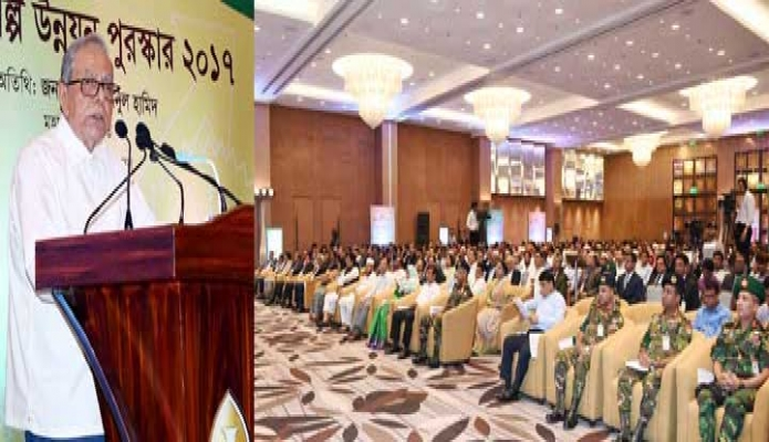 শনিবার রাষ্ট্রপতি মোঃ আবদুল হামিদ ঢাকায় হোটেল ইন্টারকন্টিনেন্টালে রাষ্ট্রপতির শিল্প উন্নয়ন পুরস্কার ২০১৭ এর পুরস্কার বিতরণী অনুষ্ঠানে বক্তৃতা করেন -পিআইডি