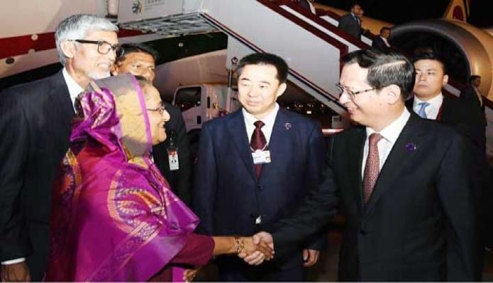 মঙ্গলবার প্রধানমন্ত্রী শেখ হাসিনা দালিয়ান ঝউসুইজি আন্তর্জাতিক বিমানবন্দরে পৌঁছলে Liaoning Province এর ভাইস গভর্নর Chen Lu Ping তাঁকে স্বাগত জানান -পিআইডি