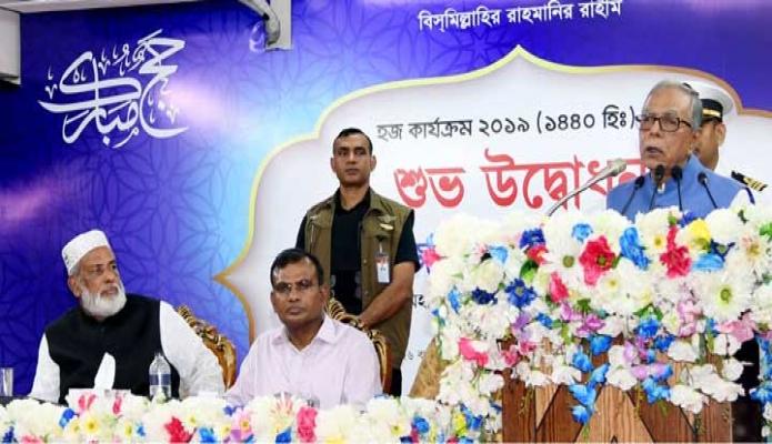 মঙ্গলবার রাষ্ট্রপতি মোঃ আবদুল হামিদ ঢাকায় আশকোনায় হজ অফিসে হজ কার্যক্রম ২০১৯ এর উদ্বোধন অনুষ্ঠানে ভাষণ দেন -পিআইডি