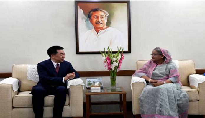 বৃহস্পতিবার প্রধানমন্ত্রী শেখ হাসিনার সাথে ঢাকায় গণভবনে বাংলাদেশে নিযুক্ত চীনের রাষ্ট্রদূত 'ঝাং জু' বিদায়ী সাক্ষাৎ করেন -পিআইডি