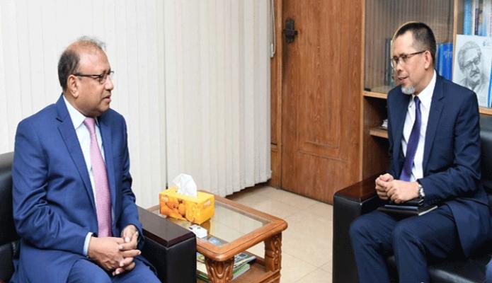 বুধবার স্থানীয় সরকার মন্ত্রী মোঃ তাজুল ইসলামের সাথে মন্ত্রণালয়ে  তাঁর অফিস কক্ষে ব্রুনাই এর হাইকমিশনার Haji Har is bin Othman  সাক্ষাৎ করেন -পিআইডি
