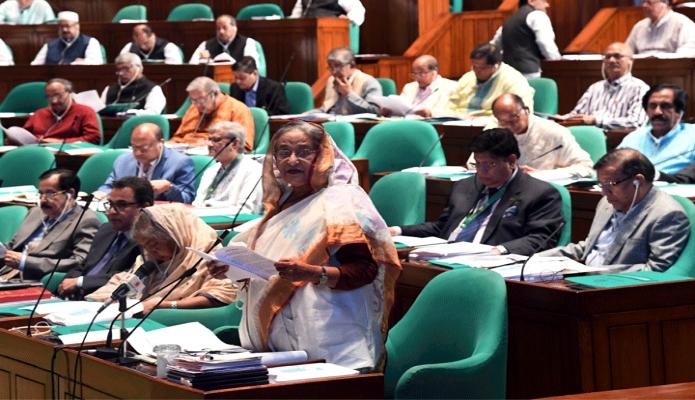 বুধবার প্রধানমন্ত্রী শেখ হাসিনা ঢাকায় একাদশ জাতীয় সংসদ অধিবেশনের প্রশ্নোত্তর পর্বে বিভিন্ন প্রশ্নের উত্তর দেন -পিআইডি