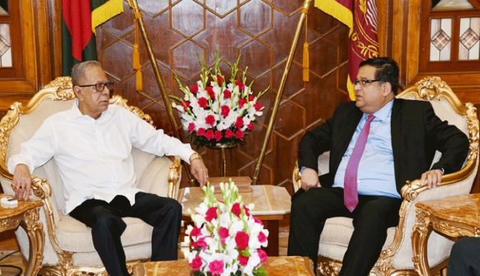 বৃহস্পতিবার রাষ্ট্রপতি মোঃ আবদুল হামিদের সাথে ঢাকায় বঙ্গভবনে চীনে নবনিযুক্ত বাংলাদেশের রাষ্ট্রদূত মাহবুব উজ জামান সাক্ষাৎ করেন -পিআইডি