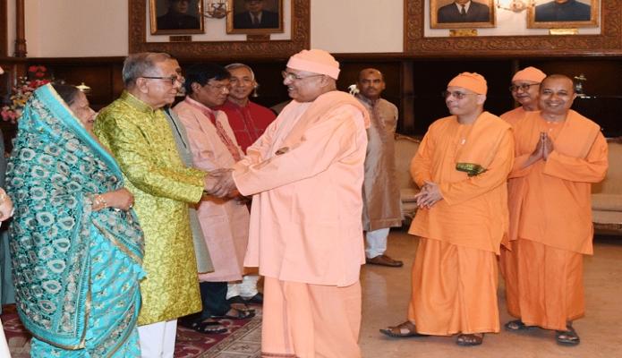 মঙ্গলবার রাষ্ট্রপতি মোঃ আবদুল হামিদ বঙ্গভবনে দুর্গাপূজা উপলক্ষে হিন্দু ধর্মাবলম্বীদের সাথে শুভেচ্ছা বিনিময় করেন -পিআইডি