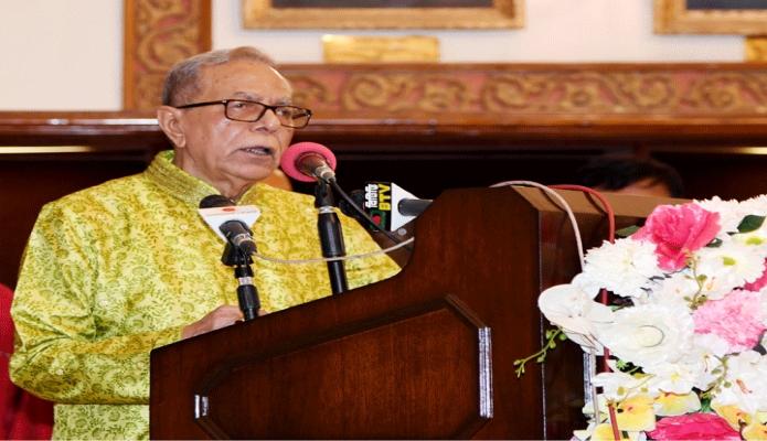 মঙ্গলবার রাষ্ট্রপতি মোঃ আবদুল হামিদ বঙ্গভবনে দুর্গাপূজা উপলক্ষে হিন্দু ধর্মাবলম্বীদের প্রতি শারদীয় শুভেচ্ছা বার্তা প্রদান করেন -পিআইডি