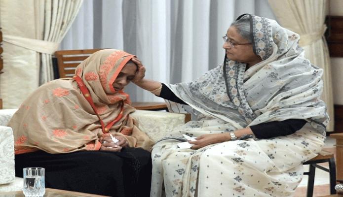 সোমবার প্রধানমন্ত্রী শেখ হাসিনা গণভবনে নিহত বুয়েটের ছাত্র আবরাবের পরিবারের সদস্যদেরকে সান্ত্বনা দেন -পিআইডি