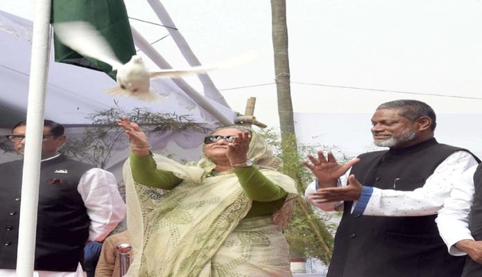 বুধধবার প্রধানমন্ত্রী শেখ হাসিনা ঢাকায় সোহরাওয়ার্দী উদ্যানে বাংলাদেশ কৃষক লীগের ত্রি-বার্ষিক জাতীয় সম্মেলনে-২০১৯ এর উদ্বোধন করেন-পিআইডি