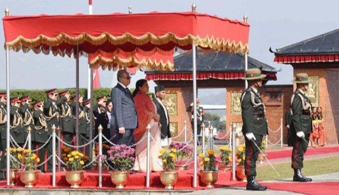মঙ্গলবার রাষ্ট্রপতি মোঃ আবদুল হামিদ কাঠমান্ডু ত্রিভূবন আন্তর্জাতিক বিমানবন্দরে পৌঁছলে তাঁকে গার্ড অভ্ অনার প্রদান করা হয় -পিআইডি
