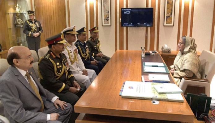বৃহস্পতিবার প্রধানমন্ত্রী শেখ হাসিনার সাথে সেনানিবাসে সশস্ত্রবাহিনী দিবস ২০১৯ উপলক্ষে তিন বাহিনীর প্রধানগণ সাক্ষাৎ করেন -পিআইডি
