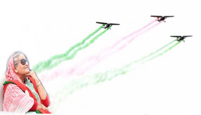 সোমবার প্রধানমন্ত্রী শেখ হাসিনা মহান বিজয় দিবসে ঢাকায় জাতীয় প্যারেড স্কয়ারে সম্মিলিত সশস্ত্রবাহিনীর দর্শনীয় ফ্লাই-পাস্ট এবং অ্যারোবেটিক ডিসপ্লে প্রত্যক্ষ করেন -পিআইডি