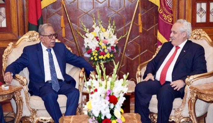 মঙ্গলবার রাষ্ট্রপতি মোঃ আবদুল হামিদ এর সাথে বঙ্গভবনে তুরস্কের রাষ্ট্রদূত ডেভরিম ওজতুর্কের বিদায়ী সাক্ষাৎ করেন -পিআইডি