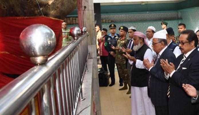 বুধবার রাষ্ট্রপতি মোঃ আবদুল হাদিম সিলেটে হযরত শাহ্ পরান (রঃ) এর মাজার জিয়ারত করেন-পিআইডি