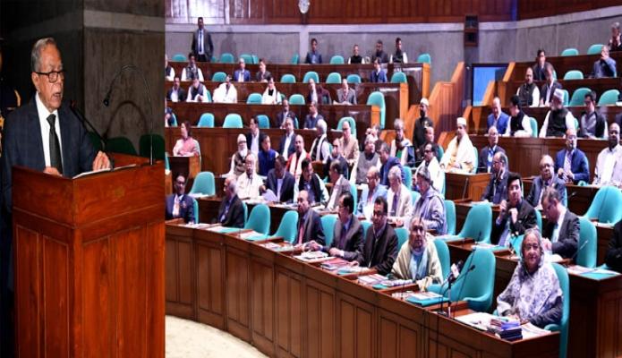 বৃহস্পতিবার রাষ্ট্রপতি মোঃ আবদুল হামিদ জাতীয় সংসদ ভবনে একাদশ জাতীয় সংসদেও ষষ্ট এবং এ বছরের শীতকালীন প্রথম অধিবেশনে ভাষণ দেন -পিআইডি
