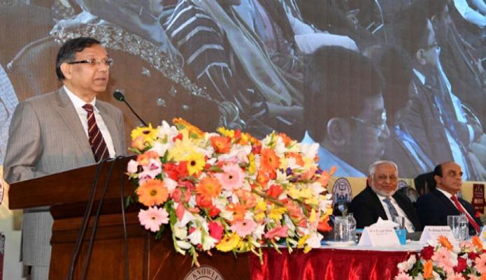শনিবার আইনমন্ত্রী আনিসুল হক ঢাকায় নর্থ সাউথ বিশ্ববিদ্যালয়ের নতুন শিক্ষার্থীদের ওরিয়েন্টেশন অনুষ্ঠানে প্রধান অতিথির বক্তৃতা করেন -পিআইডি