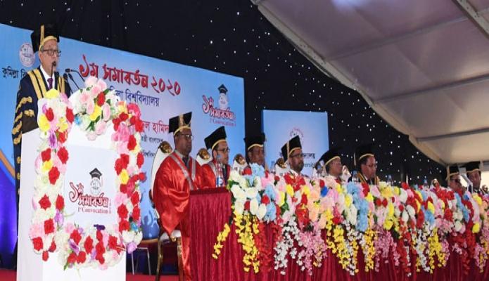 সোমবার রাষ্ট্রপতি মোঃ আবদুল হাদিম কুমিল্লা বিশ^বিদ্যালয় ক্যাম্পাসে বিশ^বিদ্যালয়ের ১ম সমাবর্তন অনুষ্ঠানে ভাষণ দেন -পিআইডি
