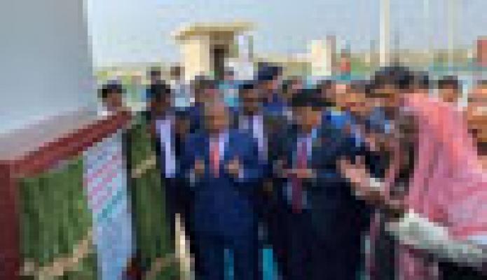শুক্রবার স্থানীয় সরকার মন্ত্রী মোঃ তাজুল ইসলাম কক্সবাজারের উখিয়ায় স্থানীয় সরকার প্রকৌশল অধিদপ্তর কর্তৃক বাস্তবায়নাধীন প্রকল্পের উদ্বোধন করেন -পিআইডি