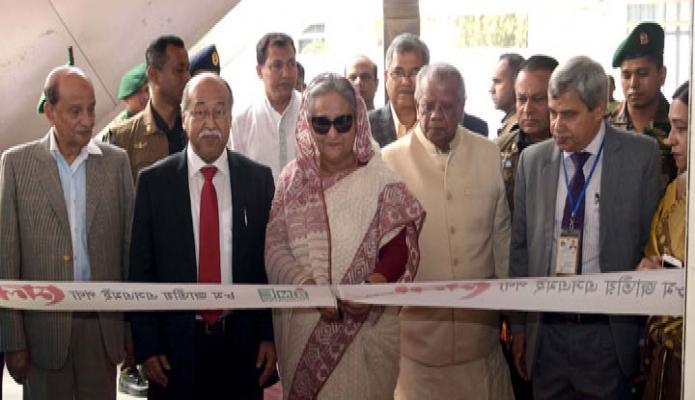 বুধবার প্রধানমন্ত্রী শেখ হাসিনা ঢাকায় কৃষিবিদ ইনস্টিটিউশনে ৮ম জাতীয় এসএমই পণ্য মেলা-২০২০ এর উদ্বোধন করেন -পিআইডি