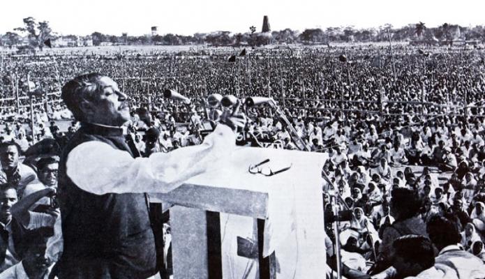 ১৯৭১ সালের ৭ই মার্চ সোহরাওয়ার্দী উদ্যানে জাতির পিতা বঙ্গবন্ধু শেখ মুজিবুর রহমান প্রদত্ত ঐতিহাসিক ভাষণ দেন -পিআইডি