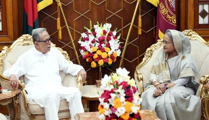 শনিবার রাষ্ট্রপতি মোঃ আবদুল হামিদের সাথে বঙ্গভবনে প্রধানমন্ত্রী শেখ হাসিনা সাক্ষাৎ করেন -পিআইডি