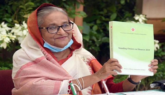 মঙ্গলবার প্রধানমন্ত্রী শেখ হাসিনা গণভবনে 'আন্তর্জাতিক দুর্যোগ প্রশমন দিবস-২০২০' উপলক্ষ্যে ' Stan ding Orders on Disaster-2019' বইয়ের মোড়ক উন্মোচন করেন -পিআইডি