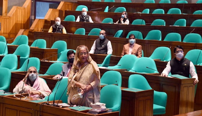 সোমবার প্রধানমন্ত্রী শেখ হাসিনা জাতীয় সংসদ ভবনে একাদশ সংসদের দশম অধিবেশনে পয়েন্ট অভ্ অর্ডারে বক্তৃতা করেন -পিআইডি